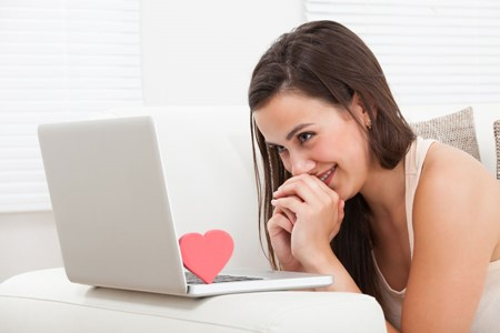 5 Helpful Tips for Long-Distance Online Dating